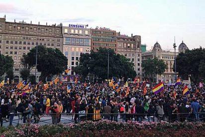 Miles de personas se concentran en Barcelona para defender juntos la secesión de Cataluña y la III República española
