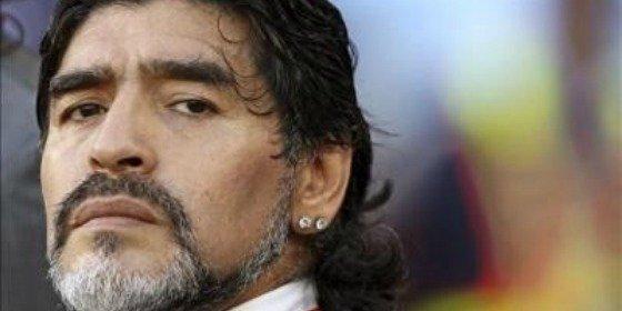 """Maradona llama """"estúpido"""" al seleccionador argentino"""