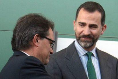 """El País y La Vanguardia, a Felipe VI: """"Hablando se entiende la gente"""""""