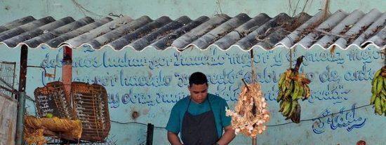 La Cuba 'castrista' pone su mejor sonrisa y abre su primer mercado al por mayor