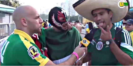 Así reaccionan los hinchas mexicanos a la salsa más picante que hay en Brasil