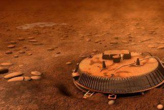 Un extraño objeto que va y viene por la mayor luna de Saturno deja a los científicos sin habla