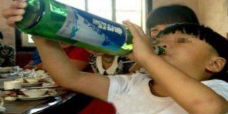 Un mal trago para unos 'sospechosos' padres: su hijo de dos años es un borracho