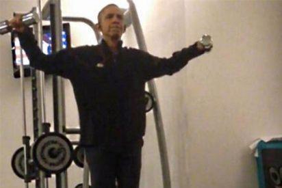 Las imágenes robadas a Obama haciendo pesas como un loco 'levantan' Internet