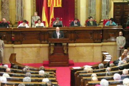 """El Parlamento de Cataluña aprueba reclamar """"un referéndum consultivo en torno a monarquía o república"""""""