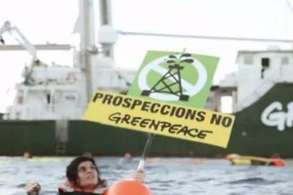¡No oil! Greenpeace instala una gran barrera 'antipetróleo' en los islotes de Es Vedrà