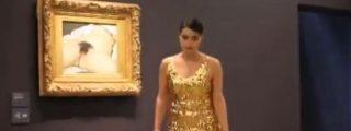 El vídeo de la 'espontánea' que expone su sexo en el Museo d'Orsay de París