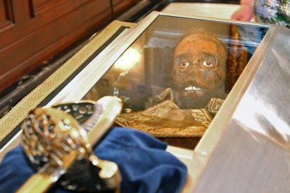 """Pérez Abellán: """"Convierten la momia de Prim en un muñeco diabólico"""""""