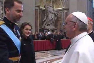 Los Reyes abren su agenda internacional visitando al Papa