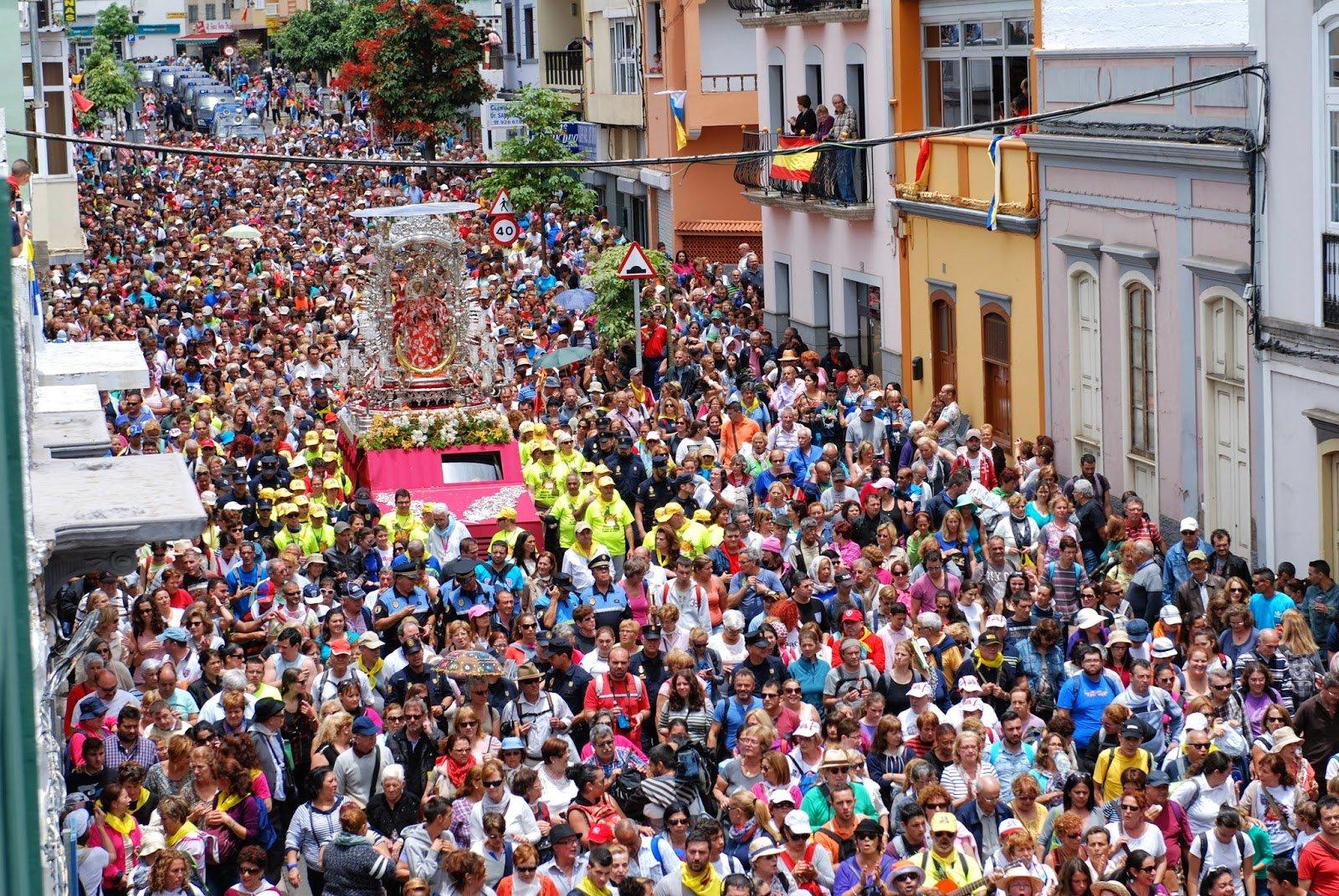 250.000 personas en la 51º Bajada de la Virgen del Pino en Las Palmas