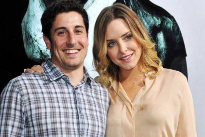 La esposa del modosito actor Jason Biggs le regala una prostituta por su cumpleaños