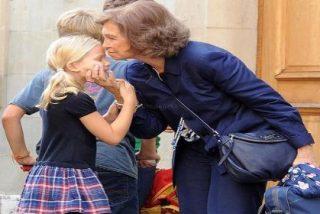 Doña Sofía viaja a Ginebra para arropar a la infanta Cristina en estos momentos de incertidumbre