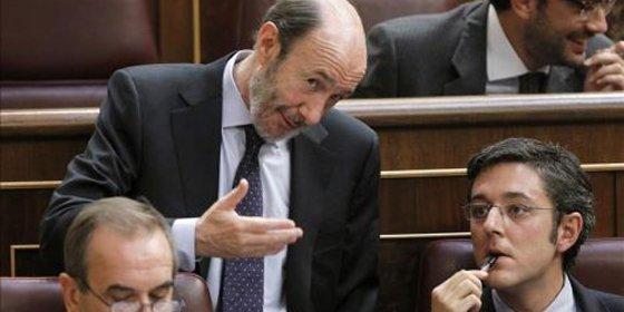 El trágala del PSOE con la Monarquía se vuelve contra Eduardo Madina
