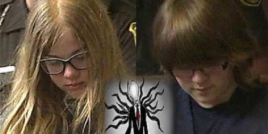 Dos niñas de 12 años apuñalan a una amiga 19 veces para impresionar a un 'demonio' de Internet
