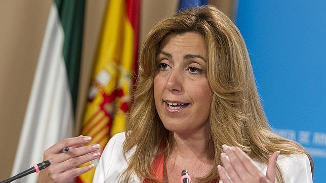 Susana Díaz se da a la fuga y manda un aviso a navegantes al aparato del PSOE
