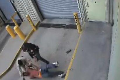 El espeluznante vídeo del policía que mata a sangre fría a un detenido que está esposado