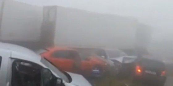 Permanece cerrado por la niebla el tramo en el hubo una colisión múltiple en la A-8