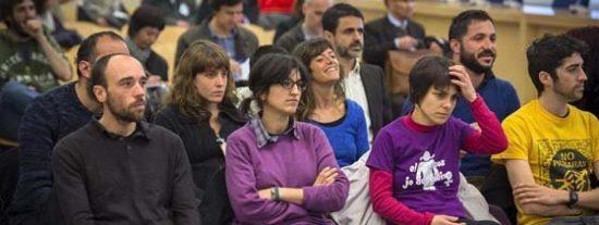 El País le da para el pelo a los jueces progres que absuelven a vándalos callejeros