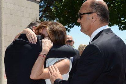 Ana Rosa Quintana, rota de dolor, da el último adiós a su madre arropada de familiares y amigos