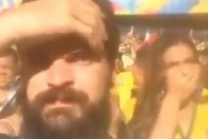 Un aficionado se graba tirándose un pedo en la 'cara' de la novia de Neymar