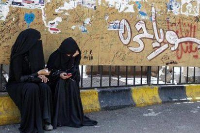 El Govern regulará el uso del 'burka' y el 'niqab' tras el verano