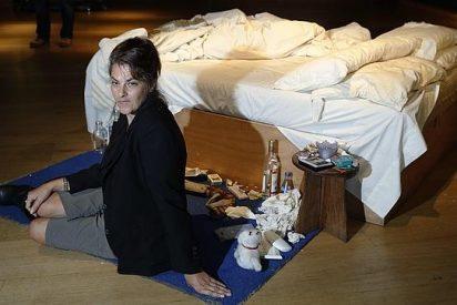 La 'zarandeada' cama de Tracey Emin, vendida en Londres por 4,3 millones de dólares