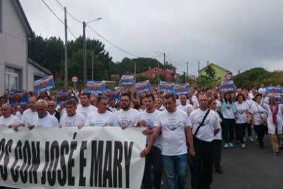 Vecinos de Carballo se manifiestan en apoyo del hombre detenido en Colombia