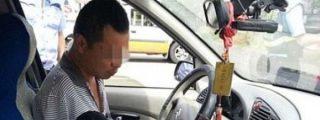 Detienen a un hombre que no tiene brazos por conducir 160.000 kilómetros sin carné