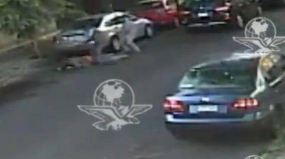 Así matan unos sicaros a un funcionario en plena calle pegándole 8 tiros en la cabeza