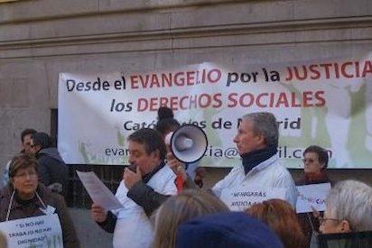 Siete de cada diez españoles continúan definiéndose como católicos