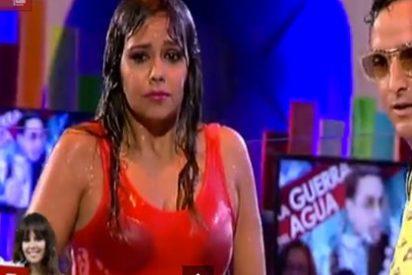 Cristina Pedroche termina empapada y enseñando el sujetador en directo