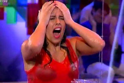 """La cansina necesidad de Cristina Pedroche de enseñarnos la ropa interior en 'Zapeando': """"¡Esto es porno!"""""""