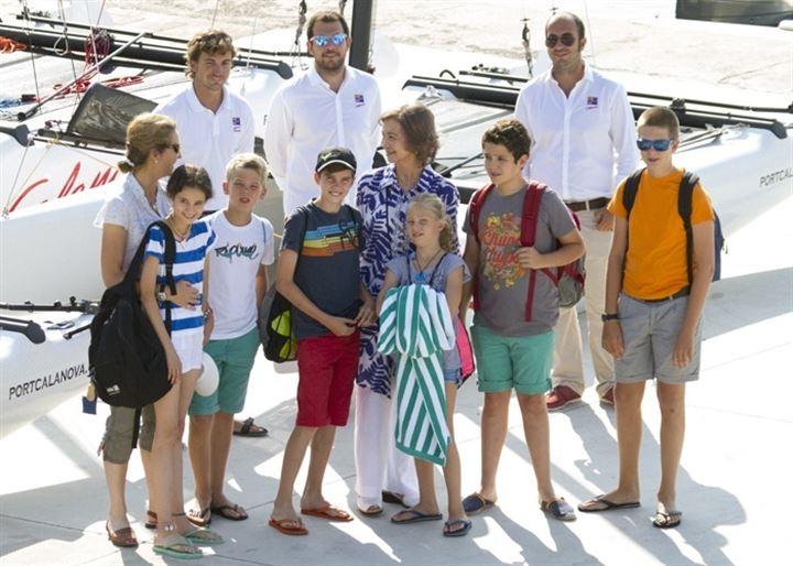 Doña Sofía, con sus nietos mayores de vacaciones en Mallorca