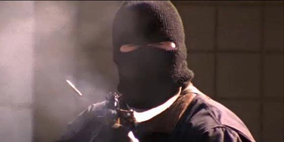 Tres encapuchados asaltan un banco en Moratalaz y se llevan con toda la calma del mundo 110.000 euros