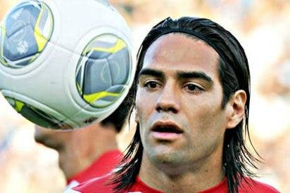 Falcao explota en Twitter contra el árbitro español
