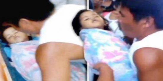 El vídeo de la niña de 3 años que 'resucita' en el ataúd durante su funeral tras la pifia de unos médicos