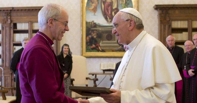 """Justin Welby al Papa: """"Que no nos dividan las mujeres obispo"""""""