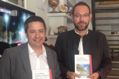 """Enrique Ujaldón y Alfonso Galindo: """"Vivimos el auge de una izquierda radical que se ha apropiado de la democracia"""""""