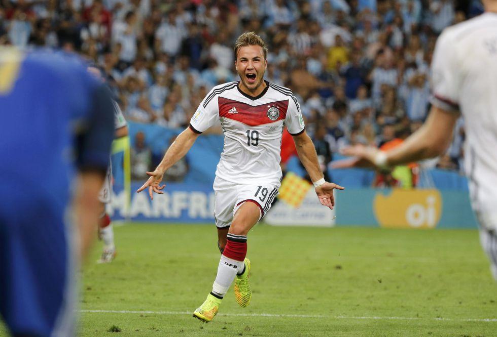 Götze se convierte en un héroe en Alemania... ¡y un importante equipo ficha a su hermano!