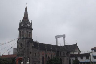 Incendio destruye una de las catedrales católicas más antiguas de China