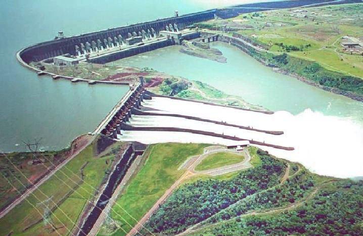 La presa de Itaipú donó 300.000 dólares y un teatro a la diócesis de Ciudad del Este