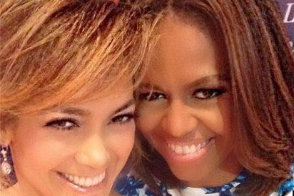 Jennifer López posa con la primera dama Michelle Obama