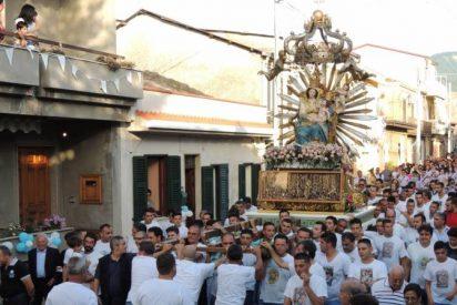 """Un obispo italiano suspende las procesiones tras el """"homenaje"""" de la mafia"""