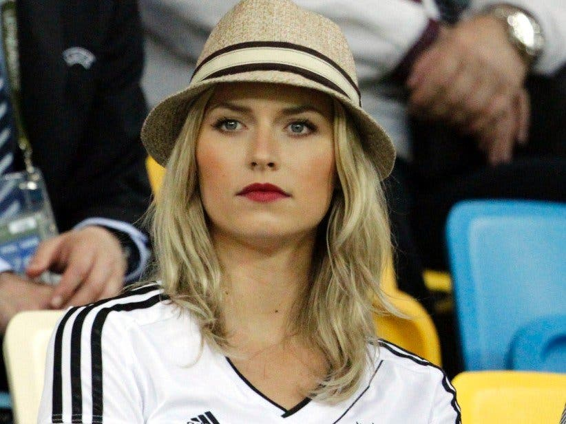 Los jugadores de Alemania presumen de la Copa... ¡y de sus parejas!