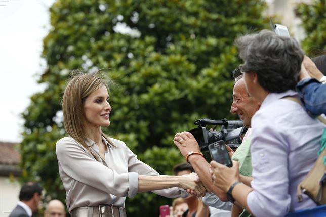 Letizia regresa a su querida Asturias como Reina y se da un baño de masas