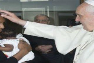Emotivo encuentro de Francisco con la sudanesa condenada a muerte por apostasía