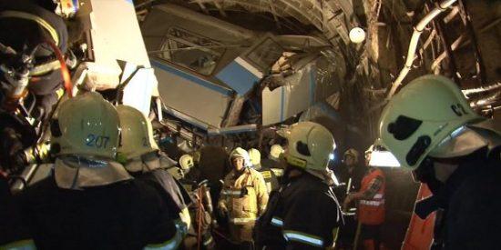 Las crudas escenas del descarrilamiento del metro de Moscú en hora punta: 21 muertos y casi 200 heridos