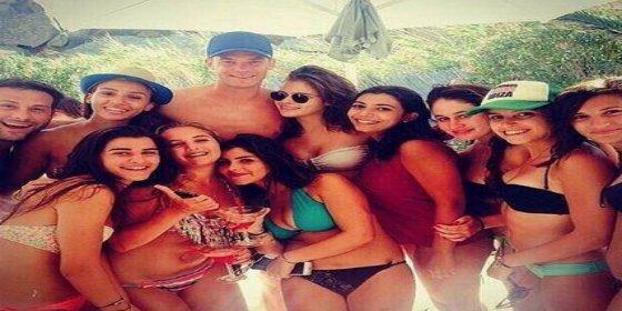 Neuer se rodea de mujeres en vacaciones