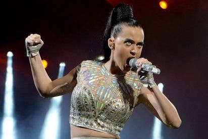 El tastarazo de Katy Perry durante un concierto cantando 'Walking on air'