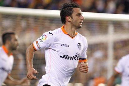 Pese a mandarlo cedido... ¡el entrenador del Valencia cuenta con Postiga!